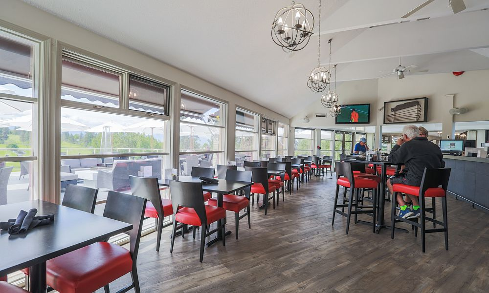 Clubhouse Dining and Lounge